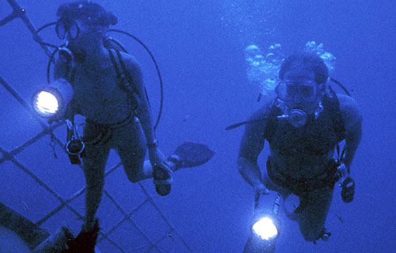 Piranha-2-The-Spawning-WEB1